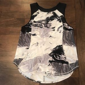 Lululemon marble tank top with keyholes and mesh